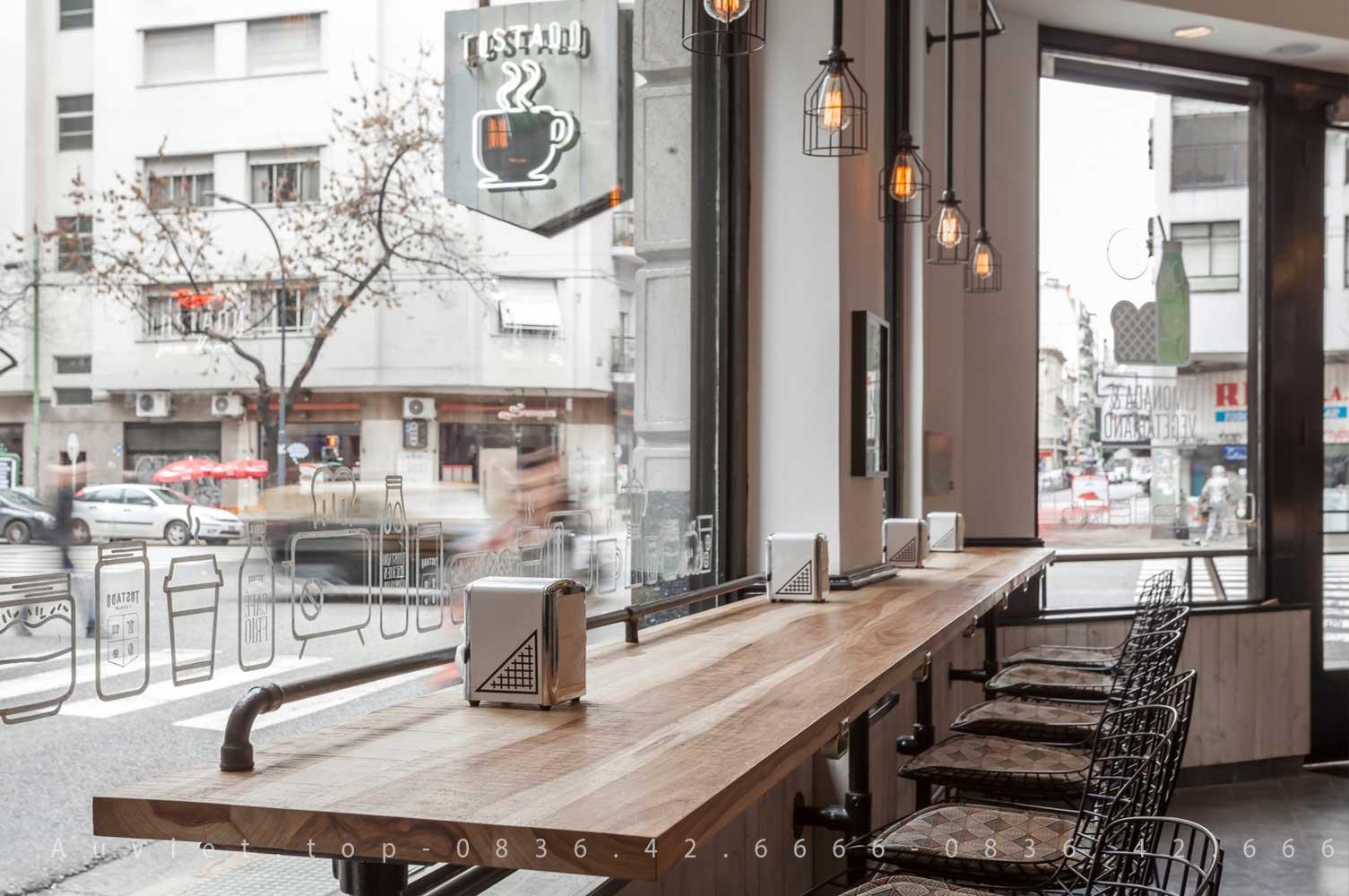Thiet ke noi that go cong nghiep goc view dep Cafe Tostado au viet . top